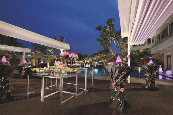 Cocobolo Poolside Bar Grill Bars Clubs Delegate Singapore